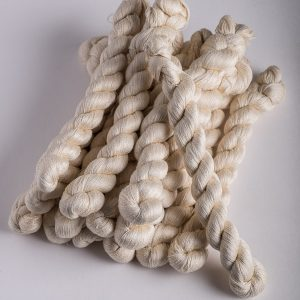 Fine silk wriggly stitch yarn-0